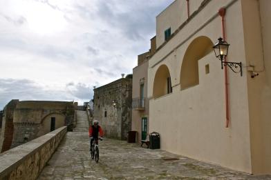 THE CASTLE OF OTRANTO TRIVIA 2...WHERE IS OTRANTO?...TWO TOURS OF MODERN DAY OTRANTO TOWN!